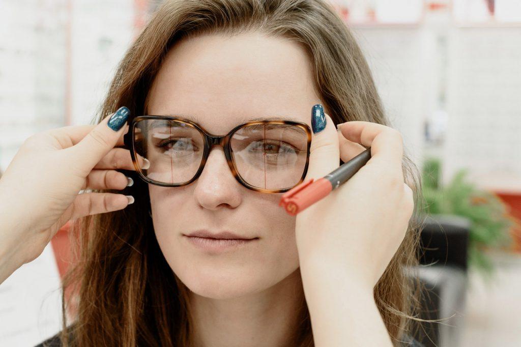 Wybór odpowiednich okularów do kształtu twarzy